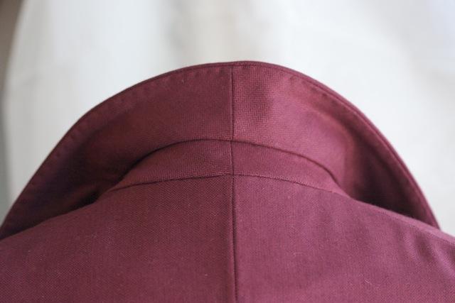 Collar detail.